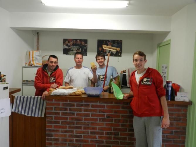 Après l'équipe de tennis... l'équipe de nettoyage !